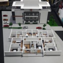 Maquette architecturale du bâtiment résidentiel avec des détails standards